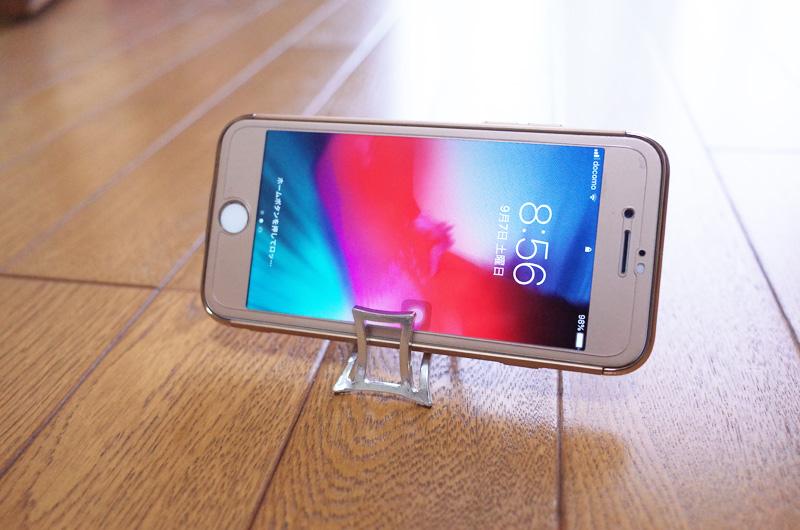能作の錫にiPhoneを置いてみた
